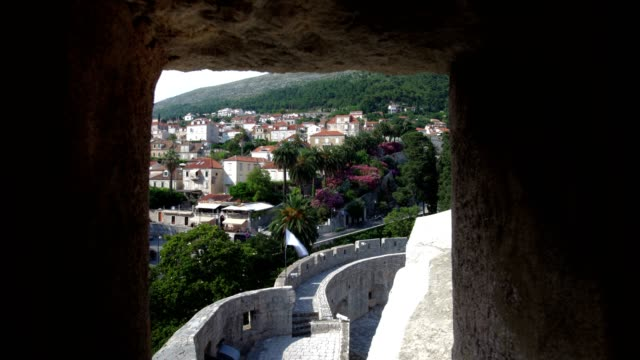 the walls of dubrovnik (full shot) - eastern european culture stock videos & royalty-free footage