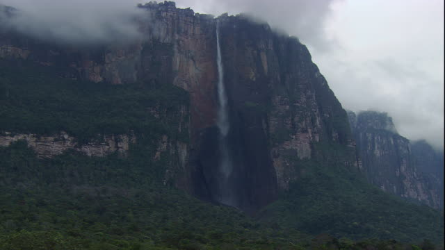 the water of angel falls plunges down auyantepui. available in hd. - mesa stock videos and b-roll footage