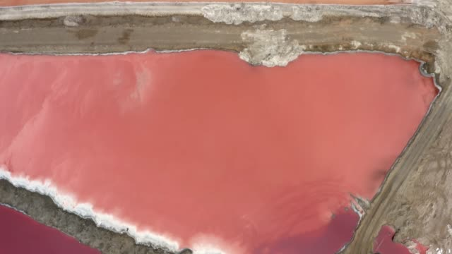 Het water loopt rood