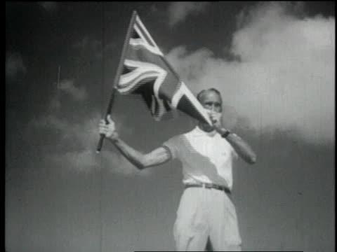vidéos et rushes de 1957 montage the wave of a flag starts a ladies-only car race / nassau, bahamas - 1957