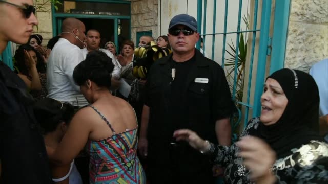 vídeos de stock e filmes b-roll de the wedding of a jewish woman morel malka and a muslim man mahmoud mansour in the city of rishon letzion central israel has drawn furious response... - judaísmo
