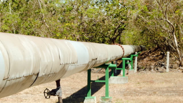 vídeos y material grabado en eventos de stock de the well head and pipes that pull steam out of the earth to be piped to a geothermal power plant run by the costa rican electricity institute are... - válvula vaso sanguíneo