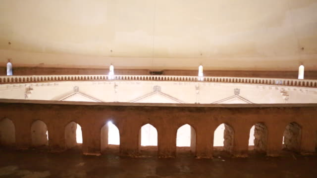 of the whispering gallery inside the gol gumbaz, the mausoleum of king mohammed adil shah, sultan of bijapur on march 29, 2013 in bijapur, india.... - hinweisschild stock-videos und b-roll-filmmaterial