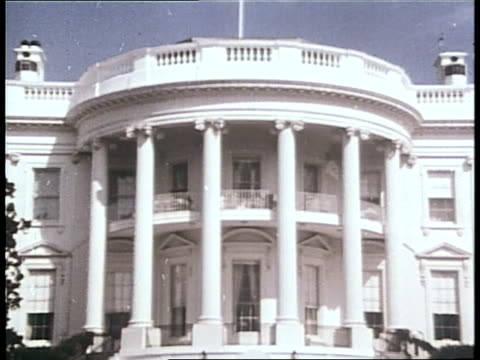 the white house and the us supreme court building represent major washington dc institutions - la casa bianca washington dc video stock e b–roll