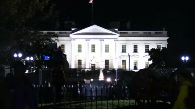 stockvideo's en b-roll-footage met the white house is seen during the us presidential election night on november 8 2016 in washingtondc early results show democratic nominee hillary... - presidentsverkiezing