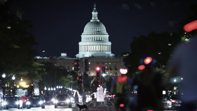 the white house time-lapse at night. - la casa bianca washington dc video stock e b–roll