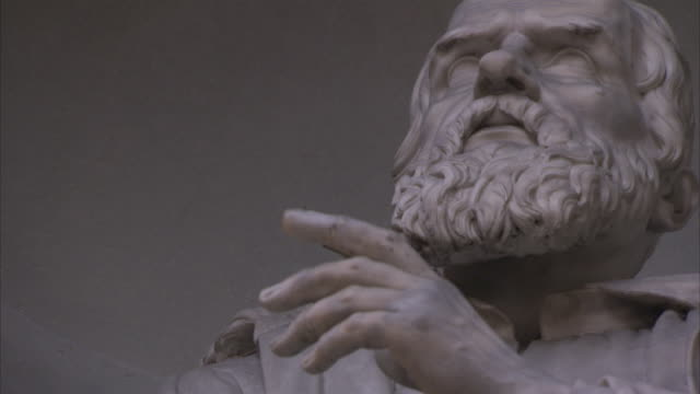 stockvideo's en b-roll-footage met the white stone carved statue of galileo in florence, italy holds up his hand. - galileo galilei