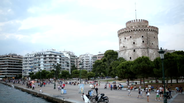 the white tower at thessaloniki - thessalonika stock videos & royalty-free footage