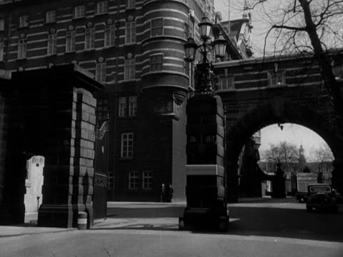 The Whitehall entrance to New Scotland Yard 1958