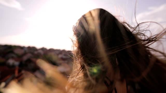 Den wind in Ihrem Haar
