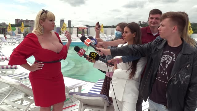 the winner mila kuznetsova with 13th breast size speaks with media during the ukrainian record in a category 'the largest female natural breasts' in... - plus size model stock videos & royalty-free footage