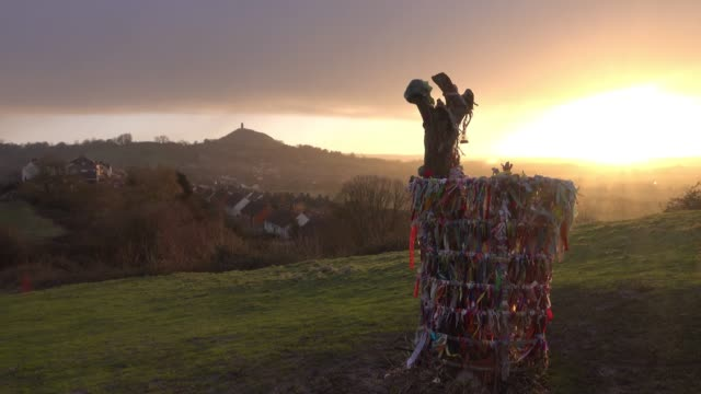 the winter sun rises over the somerset levels viewed from wearyall hill near glastonbury tor in glastonbury on february 12, 2018 in somerset,... - somerset england stock videos & royalty-free footage
