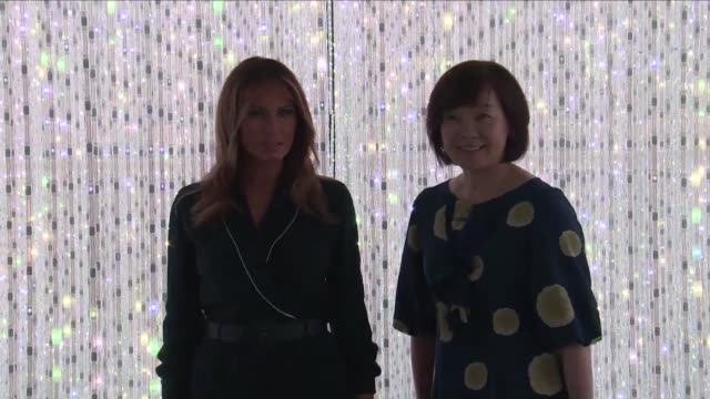 stockvideo's en b-roll-footage met the wives of us president donald trump and japanese prime minister shinzo abe melania trump and akie abe visit the teamlab museum - minister president