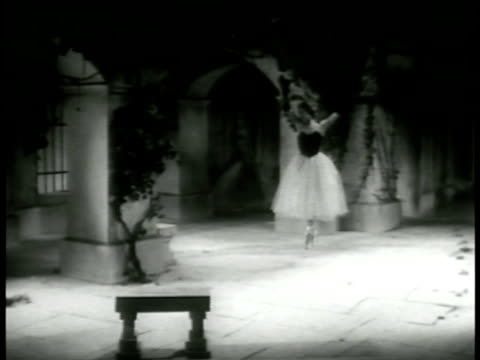 vidéos et rushes de the woman enters courtyard solo performance the masked stranger enters courtyard surprises her briefly they dance together then she dancing alone as... - 1952
