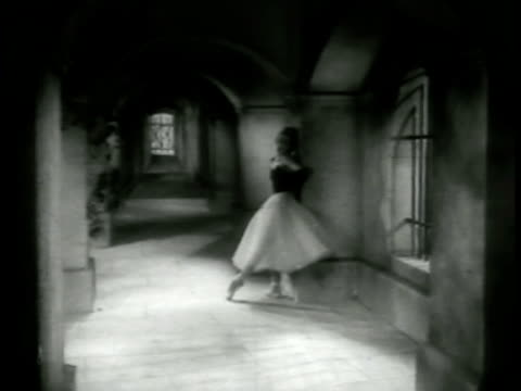 vidéos et rushes de the woman running into hallway panicked then resting against wall masked stranger follows her into hallway keeping his distance he gestures to the... - 1952