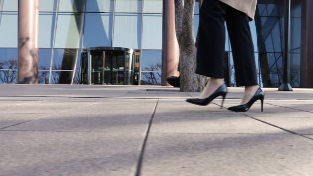 the woman's high heels and walking on the street in the city buildings - menschlicher fuß stock-videos und b-roll-filmmaterial