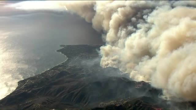 ktla the woolsey fire continues to burn and residents were urged to leave immediately - woolsey feuer stock-videos und b-roll-filmmaterial