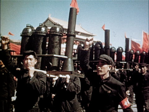 vídeos de stock e filmes b-roll de the workers march in uniform carrying large chinese flags / steel workers march with model steel factories boasting record steel output / textile and... - mao tse tung
