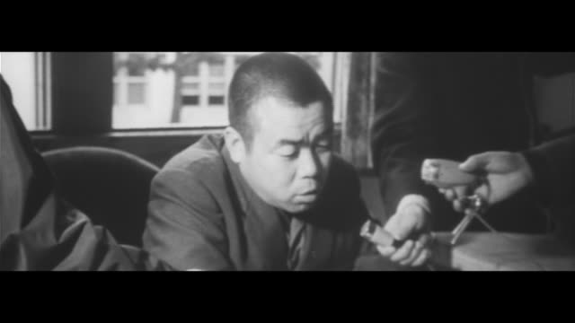 The World of Kiyoshi Yamashita vol2/Actor Keiju Kobayashi I felt like I myself had died Yamashita saluting in uniform at the JASDF Exhibition Tokaido...