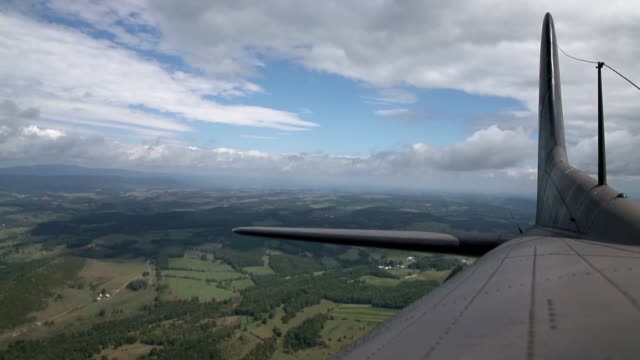 the world war ii era boeing b17 nicknamed memphis belle as it flies over the virginia countryside on september 1 2014 in roanoke virginia though it... - boeing b 17 bildbanksvideor och videomaterial från bakom kulisserna