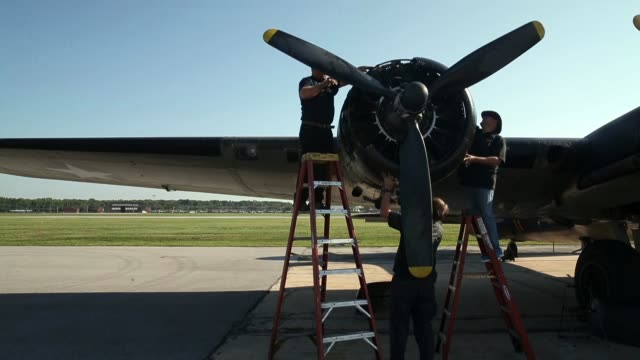 the world war ii era boeing b17 nicknamed memphis belle before a flight on september 1 2014 in baltimore maryland though it is not the original... - boeing b 17 bildbanksvideor och videomaterial från bakom kulisserna