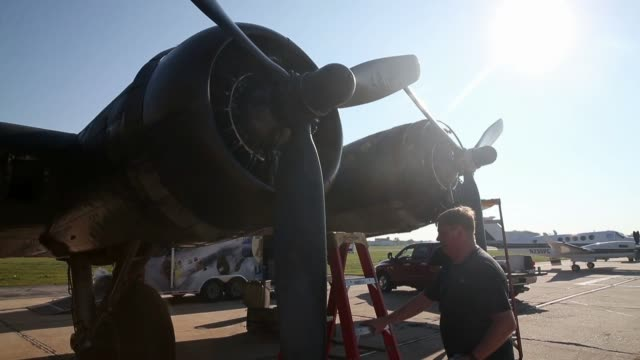 the world war ii era, boeing b-17 nicknamed memphis belle before a flight on september 1, 2014 in baltimore, maryland. though it is not the original... - world war ii stock-videos und b-roll-filmmaterial