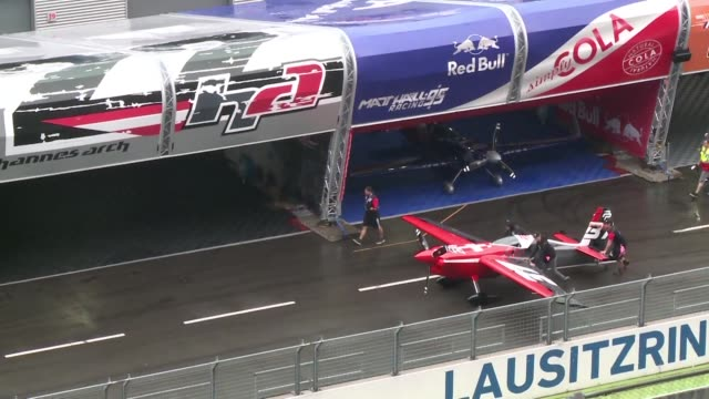 the world's best acrobatic pilots wowed crowds performing tricks in the sky and reaching speeds of up to 370km an hour at the red bull air race - allemagne stock videos & royalty-free footage