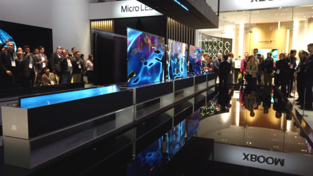 ces the world's largest annual consumer technology trade show runs from january 7 january 10 and features about 4500 exhibitors showing off their... - trade show booth stock videos & royalty-free footage