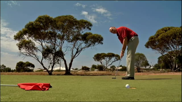 the world's longest golf course officially opens today it streches more than 800 miles through south and western australia and will test the patience... - links golf stock videos & royalty-free footage