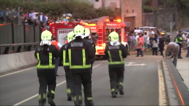 vídeos y material grabado en eventos de stock de the worst train accident in the last 40 years history of spain left 79 dead and 140 injured people the train derailed in the curve of angrois due to... - accidente de tren