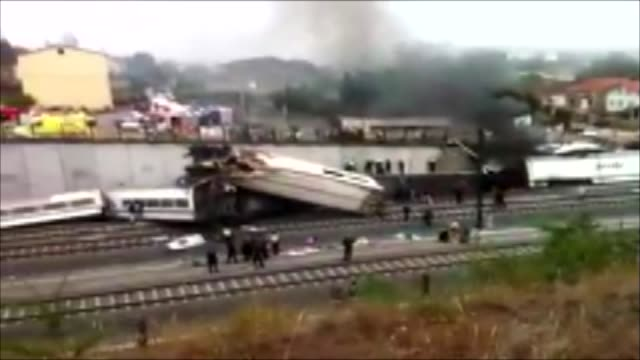 the worst train accident in the last 40 years history of spain left 79 dead and 140 injured people. the train derailed in the curve of angrois, due... - 脱線点の映像素材/bロール