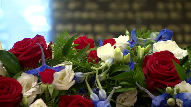 the wreath laid by president donald trump at the tomb of the unknown warrior in westminster abbey during his state visit to the uk - tomb of the unknown warrior westminster abbey stock videos & royalty-free footage