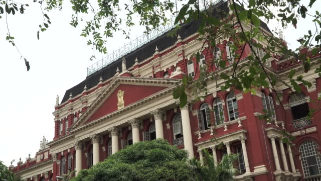 the writers' building, the secretariat building of the state government of west bengal, stands in kolkata, india, on friday, may 26 traffic move past... - 植民地様式点の映像素材/bロール
