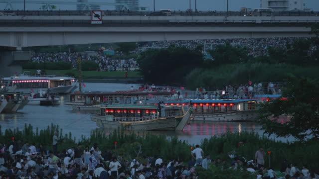 the yakata-bune waiting tokyo adachi fireworks - エンタメ総合点の映像素材/bロール
