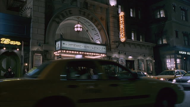 theater goers walking or leaving cabs enter a small play theatre in new york city. - 入る点の映像素材/bロール