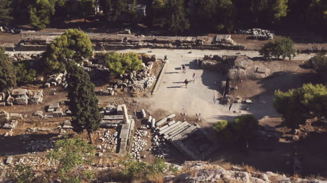 stockvideo's en b-roll-footage met theater of herodes atticus over acropolis in athens - amfitheater