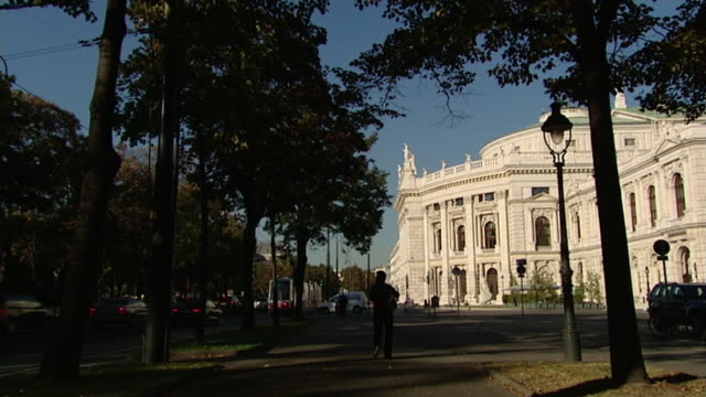 vidéos et rushes de theater und opernhäuser wiens - hofburgtheater wien - ligne de tramway