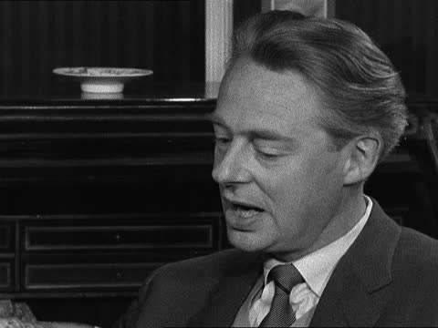 alec clunes takes over from rex harrison in 'my fair lady'; england: london int alec clunes interview sot - feels rather crushed at being new... - ジョージ バーナード ショー点の映像素材/bロール