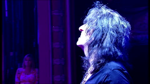 stockvideo's en b-roll-footage met alice cooper joins cast of 'rock of ages' for a night; cooper performing on stage with band {cooper interview overlaid sot] - alice cooper