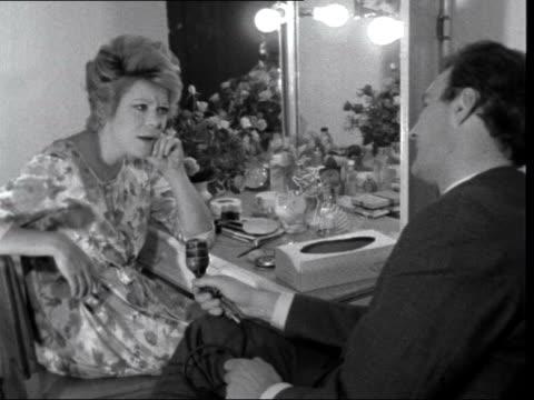 vídeos de stock e filmes b-roll de british musicals ***also england london adelphi theatre rachel roberts seated in dressing room with peter snow - peter snow