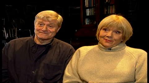 vídeos de stock e filmes b-roll de diana rigg and martin jarvis interview / 'honour' rehearsals; england: london: int diana rigg and martin jarvis interview sot - diana rigg