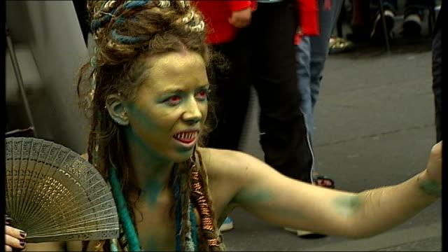 edinburgh fringe festival 2011 shows using new media scotland edinburgh ext two performers in street street performer wearing face and body paint and... - body paint stock videos & royalty-free footage