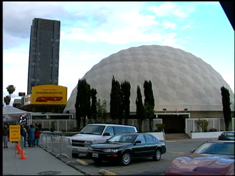 theatre exterior at the 'go' premiere at the cinerama dome at arclight cinemas in hollywood, california on april 7, 1999. - filmpremiere stock-videos und b-roll-filmmaterial