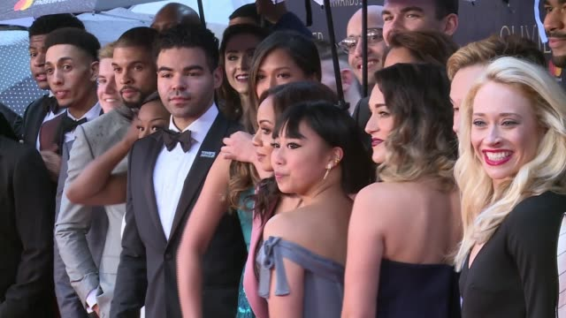 stockvideo's en b-roll-footage met 'hamilton' wins seven olivier awards england london royal albert hall various of the cast of 'hamilton' standing under umbrellas on the red carpet... - ensemble lid