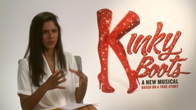 stockvideo's en b-roll-footage met 'kinky boots' opens in west end; cyndi lauper interview sot - cyndi lauper