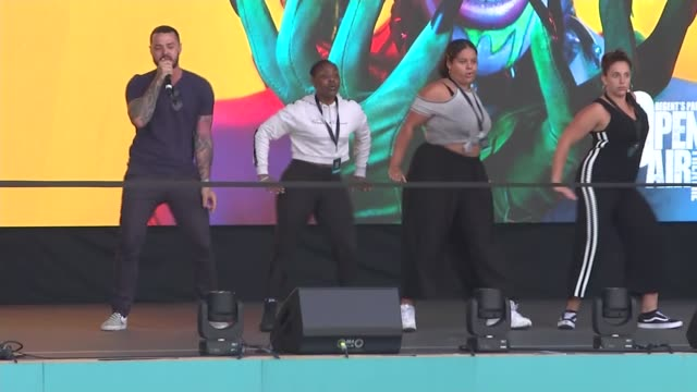 musicals preparations for west end live event in trafalgar square uk london trafalgar square west end live event preparations musicals theatre little... - west end london stock videos and b-roll footage