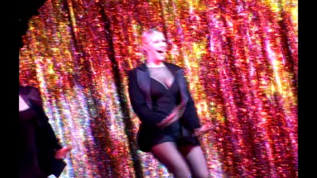 recordbreaking west end ticket sales in 2008 lib int brief shot of suzanne shaw performing on stage in musical 'chicago' - record breaking stock videos & royalty-free footage