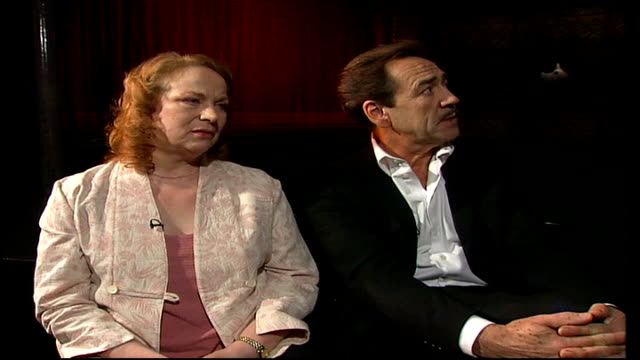 robert lindsay stars in john osborne's 'the entertainer'; robert lindsay interview sot - on admiration for old vic theatre / i've experienced total... - ローレンス オリビエ点の映像素材/bロール