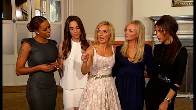 vídeos de stock e filmes b-roll de spice girls launch their new west end musical spice girls group interview sot - spice girls