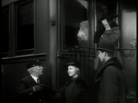 theatre troop getting off train unloading luggage ms people stepping off train ws man unloading large suitcase from freight ws people standing by... - bahnreisender stock-videos und b-roll-filmmaterial